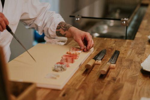 Przygotowanie stołu do sushi